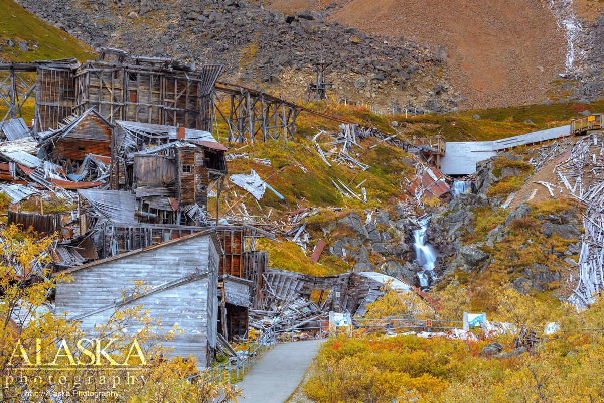 Derelict tussles and buildings of Independence Mine.